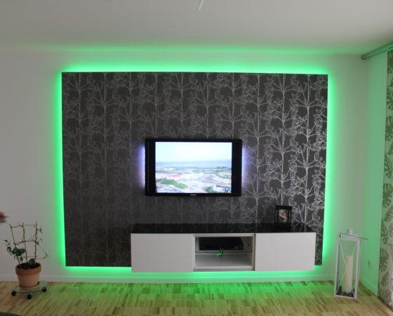 TV-Wand mit Beleuchtung
